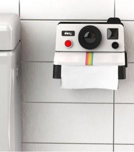 distributeur papier toilettepolaroid inutile indispensable