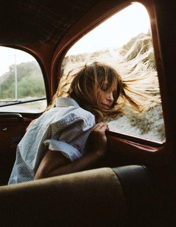 voyage-départ-femme (quelques mots suffisent)